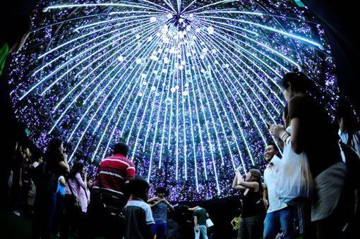 singapore xmas lightup Singapores Six Week Christmas Celebration